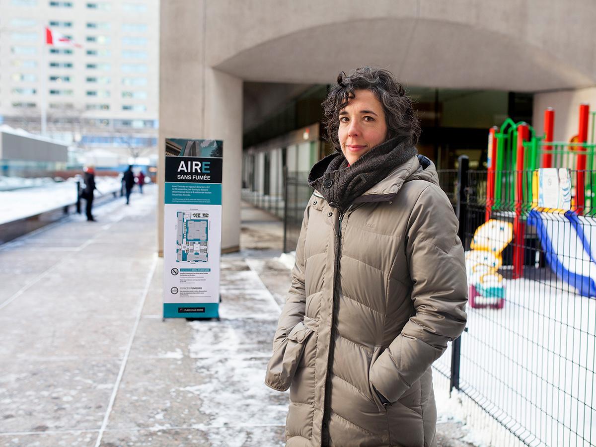 <strong>Chercheuse </strong>et <strong>conseillère scientifique</strong>, Annie Montreuil se penche sur les moyens pour lutter contre le tabagisme au Québec. Elle suit l'évolution de la problématique et identifie les bonnes pratiques et les interventions démontrées efficaces pour réduire l'usage de tabac, protéger les non-fumeurs de l'exposition à la fumée et prévenir l'initiation chez les jeunes. Formée en psychologie sociale, elle étudie également les nouvelles tendances, comme la cigarette électronique. En surveillant la littérature scientifique et en collaborant avec d'autres chercheurs, elle fournit des données sur lesquelles les décideurs peuvent s'appuyer pour mettre en place des interventions de santé publique.Photo: CFP de Lachine, Gislene Tavares et Alexandra Adolphe
